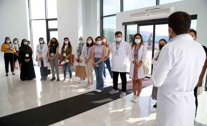 TÜBİTAK proje ekibi  İSU Laboratuvar Merkezi'nde