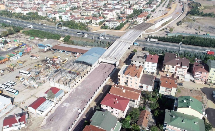 Otoyol geçiş köprüsünde kiriş montajları tamamlandı